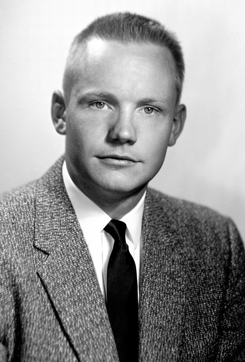 Neil_Armstrong_1956_portrait
