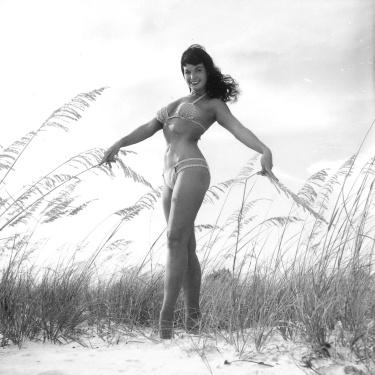 bettie page beach 01