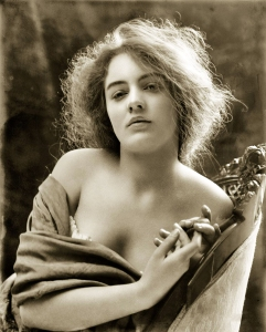 evelyn-nesbit-1900-1170x1453