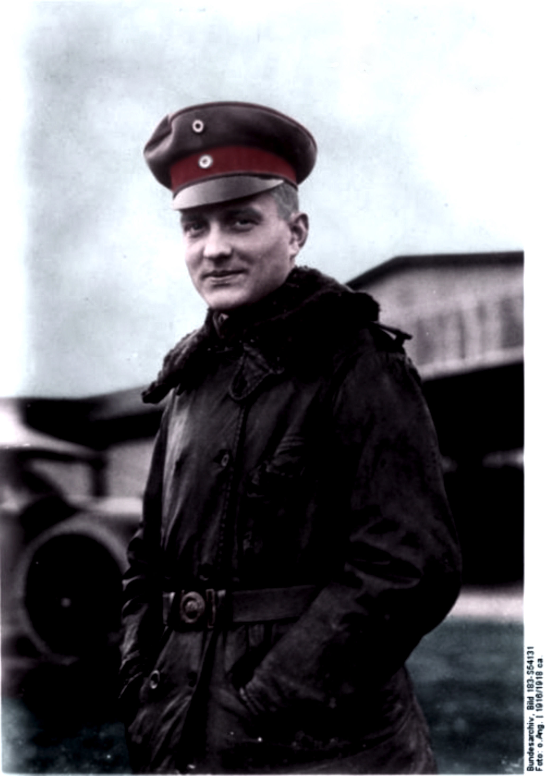 Manfred von Richthofen in front of a hangar, 1916-1918