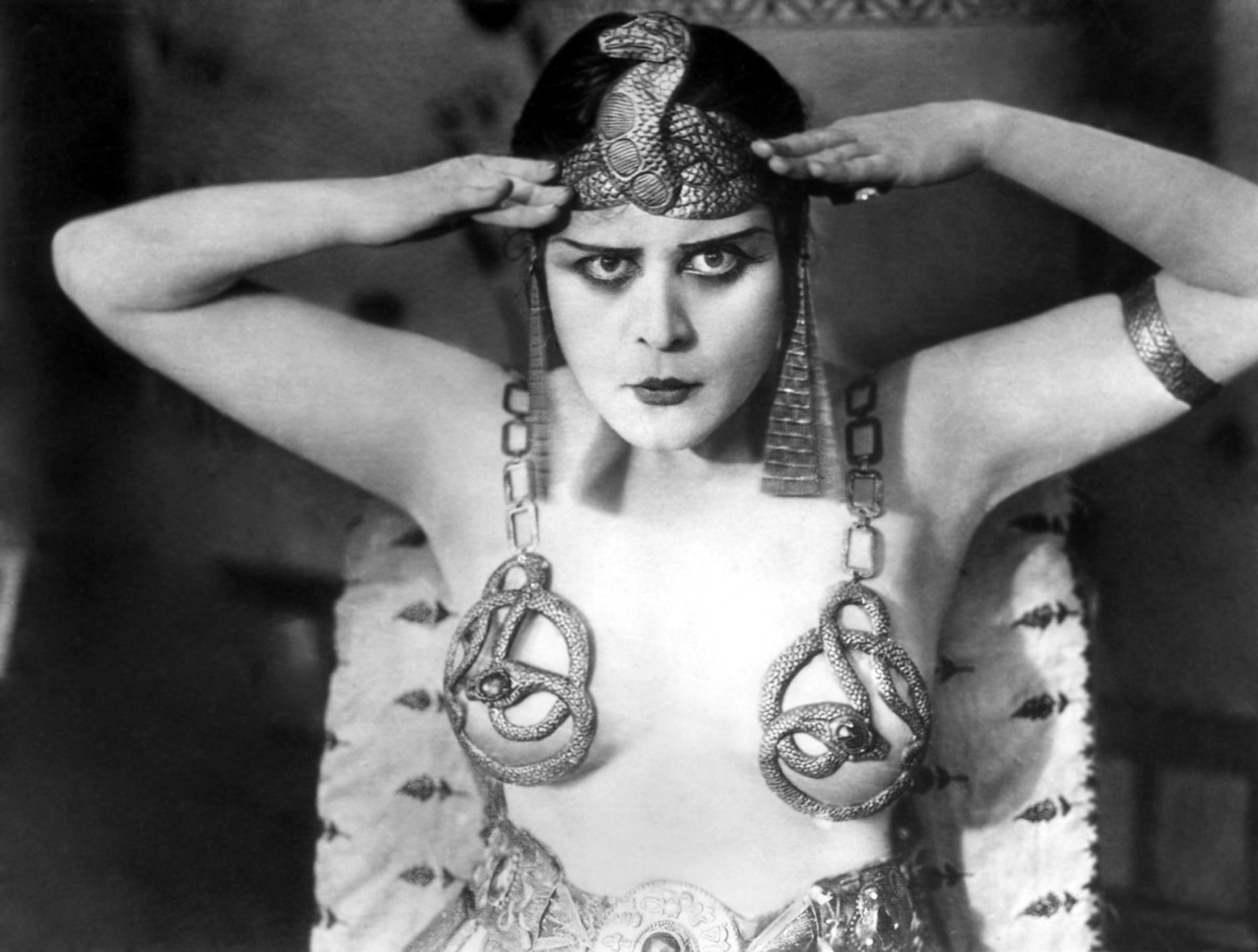 Theda Bara in 1917 movie Cleopatra