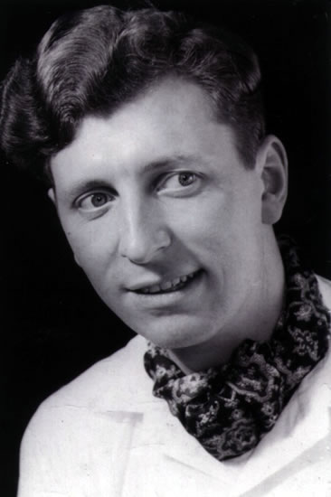tom_baker_as_young_man