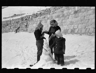 American children building a snowman in Lebanon, 1946