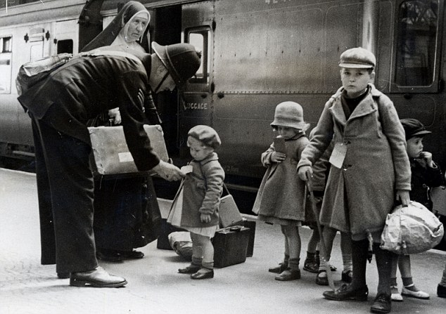 evacuees leaving London 1940