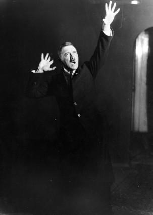 Hitler rehearsing (1925)