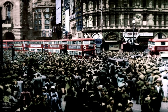 VE_DAY_Piccadily_1945c