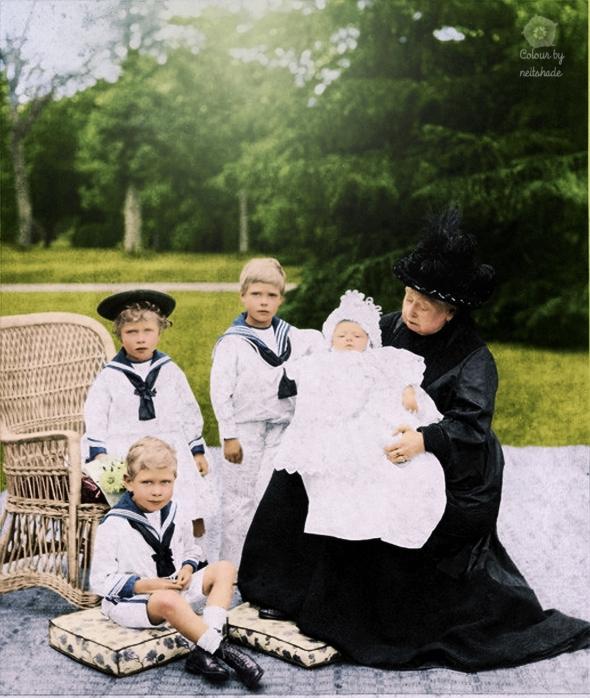 Victoria and grandchildren2