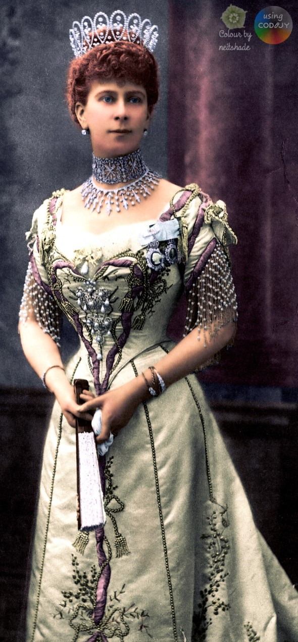 1902 Princess Mary's gown for Edward VII's coronation4a