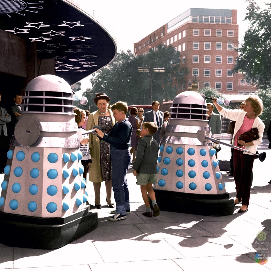 Outside the Planetarium, Baker Street 20 08 1964b