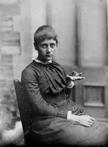 beatrix-potter-with-her-pet-mouse-xarifa-1885
