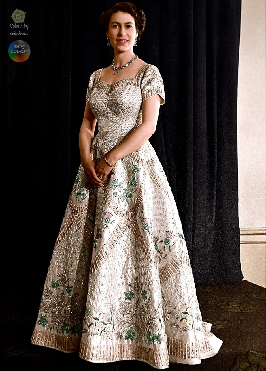 coronation-gown-of-elizabeth-ii